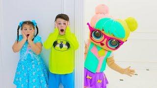 Али и Адриана играют вместе с Куклой и распаковывают новые игрушки