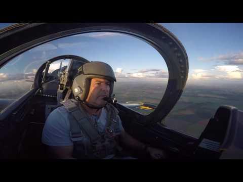 Voo L39 Albatroz no Aeroclube de Itápolis