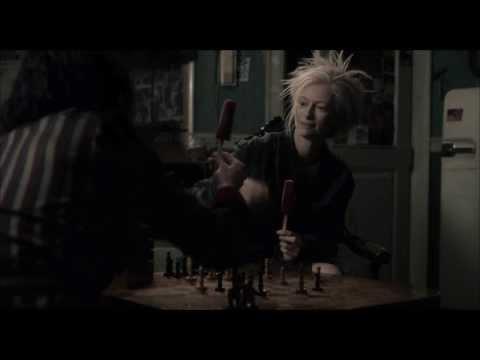 """""""Tylko kochankowie przeżyją""""- Tilda Swinton i Tom Hiddleston grają w szachy (fragment filmu)"""