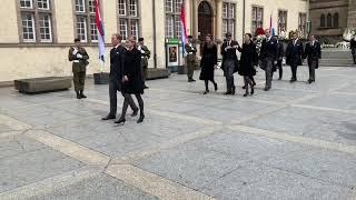 La famille grand-ducale sort de la cathédrale Notre-Dame à la fin des obsèques de Jean