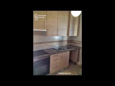 Muebles de cocina en color madera y encimera de formica for Muebles de cocina y encimeras