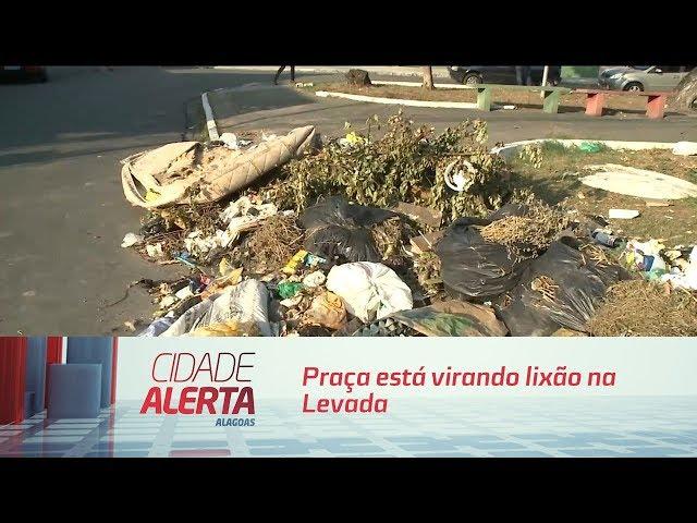 Praça está virando lixão na Levada