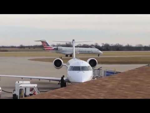 Columbia Regional Airport CRJ Plane Spotting During a Busy Holiday Travel Season!