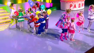 "Алё-Алена и ""Семицветик"" - Песенка О Времени (2012, концерт ""5 лет Детскому радио)"
