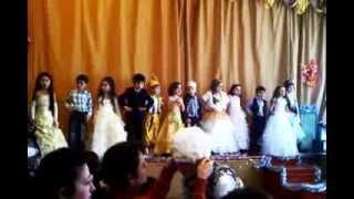 Песенка на День матери исполняет 1 класс 2011г