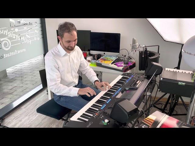 David Putz on piano - (Schubert)
