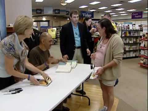 "Tony Dungy signs copies of ""The Mentor Leader"""