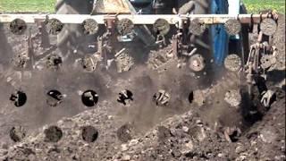 Прополка картофеля(Прополка картофеля на тракторе Т-40 .культиватор КРН-2.8., 2011-05-28T12:03:55.000Z)