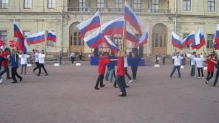 Очень красиво!!! Агитка и флаг-шоу на День флага 2011. Гатчина.