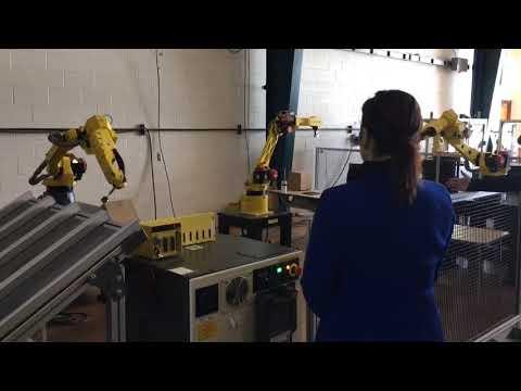 Watch Gov. Gretchen Whitmer operate robot at Mott Community College