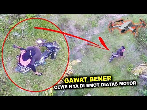 DI EMOT DI ATAS MOTOR   Terekam Drone   Bocil Berkembang Biak Sembarangan Di Kebun Sawit
