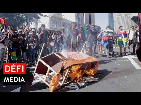 Marche de l'opposition : le cercueil à l'effigie du MSM brûlé