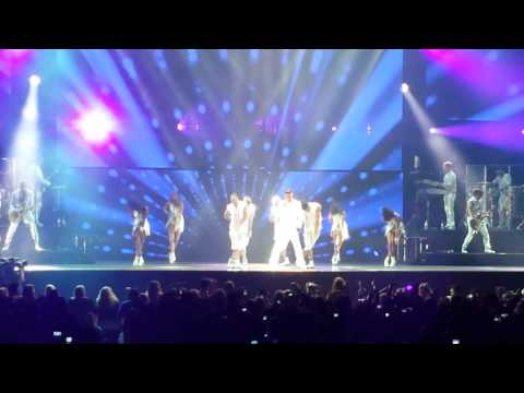 Come With Me - Ricky Martin. Melbourne Concert October 5, 2013.