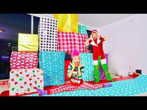 КОМУ достанутся ВСЕ ПОДАРКИ? / WE MADE A SUPER CRAZY GIANT CHRISTMAS HOUSE!