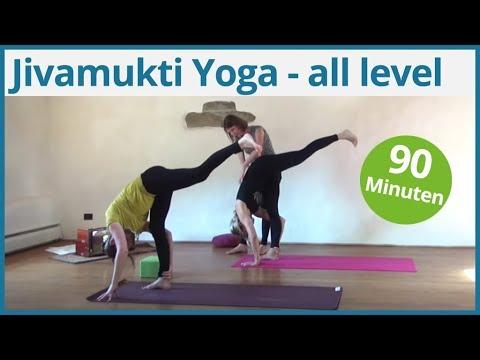 90 Minuten all level Jivamukti Yoga mit Nadine Weerts