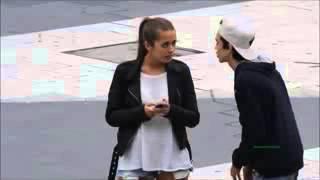 شاب يطلب من البنت بوسه في الشارع وشف وش صار