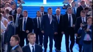 Многочисленная охрана Януковича(Янукович водит за собой 15 дармоедов-амбалов., 2012-08-04T08:34:38.000Z)