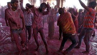 مهرجان الألوان في الهند احتفاء بالربيع    18-3-2016