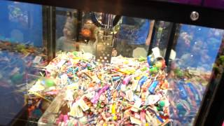 Claw Machine Skill Crane Game Win - KUECHLY KOOCHIE KOO - Sugar Loaf OCTOBER 2014