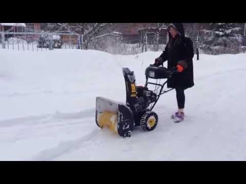Бензиновый снегоуборщик Champion ST656BS