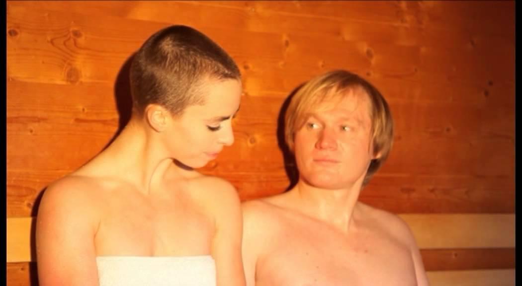 biadzhi-tanya-soset-v-saune-novoe-video