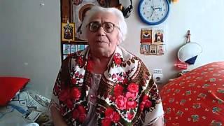 Бабушка поздравляет свою внучку