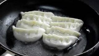 【超簡単】中華料理人が伝授するギョーザの焼き方