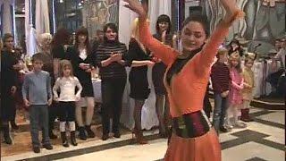Красивые девушки танцуют лезгинку  Красивая лезгинка и девушки
