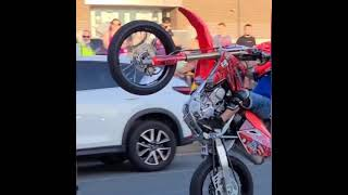 police shut the street down for me to wheelie 🙌 #shorts music by billete #toxico
