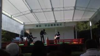 客席からのテーマ「結婚式」でアドリブ演奏。