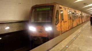 московское метро поезд акварель