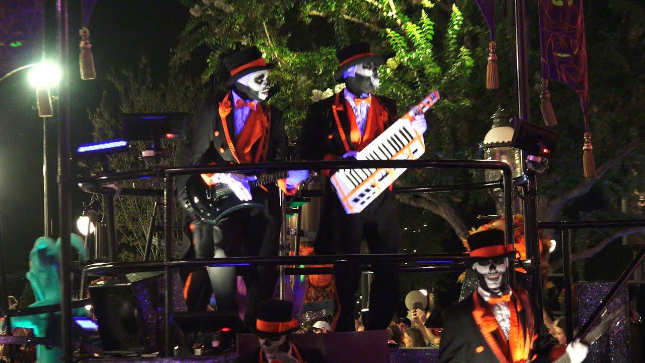 "Mickey's ""Boo-to-You"" Halloween Parade | Mickey's Not-So ..."