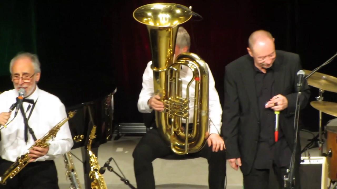 Blue Wonder Jazzband und Bernd Kleinow spielen 45 Times
