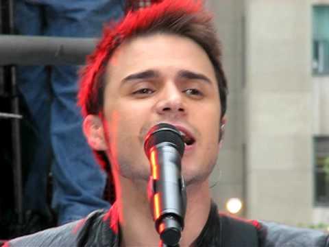 Kris Allen singing