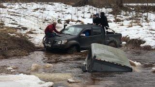 Утопили УАЗ, вытаскивает ГАЗ 66, Jeep, НИВА