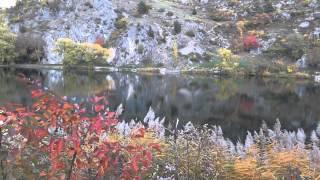 Automne sur le lac de la Roche de Rame .