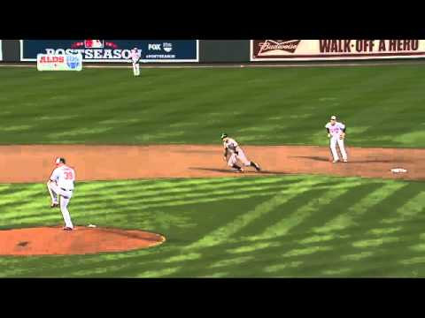 2012/10/07 Wieters' strong throw