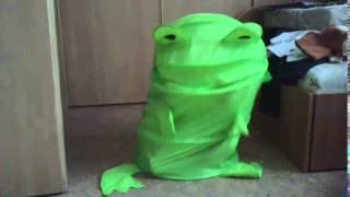 Танцующая лягушка. Удивительное видео.(Танцующая лягушка. Лягушка танцует под музыку. Изобретение ребенка 4 года., 2014-05-27T09:48:53.000Z)