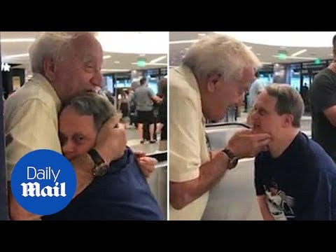 Момент кога возрасен татко и син со Даунов синдром повторно се среќаваат
