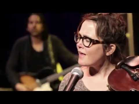 eTown Finale with Sara Watkins & Penny & Sparrow - I Fall To Pieces (eTown webisode #1043)