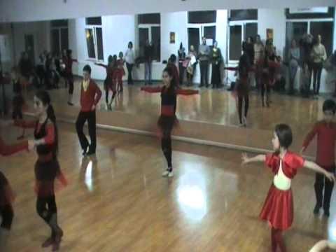 Serbare craciun 2010 - Alors on dance gr.C4