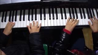 Piccole Mani Al Pianoforte