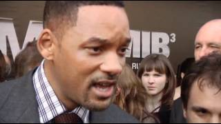 Will Smith Slaps Kissing Reporter - RAW VIDEO thumbnail