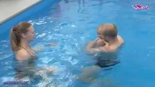 Из роддома в бассейн
