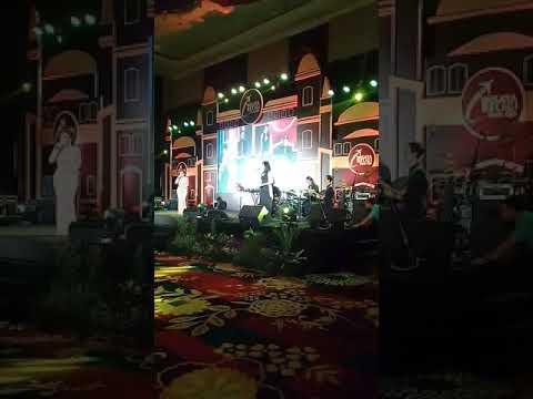 Yuni Shara - 50 Tahun Lagi Feat V'gart Band