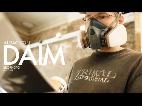 In Everyday Life Of DAIM (Alltag Von DAIM)