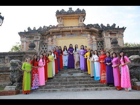 Người đẹp Huế dịu dàng trong tà áo dài truyền thống