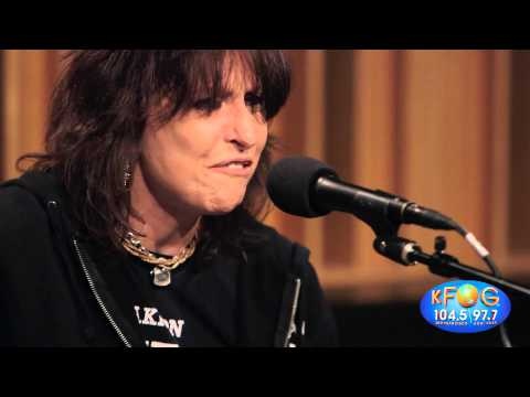 Chrissie Hynde - Dark Sunglasses (Live on...