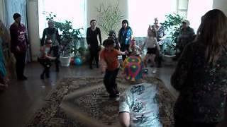 танец Лавата(день Смеха. Танец с родителями. Движения по показу., 2014-07-28T20:39:20.000Z)