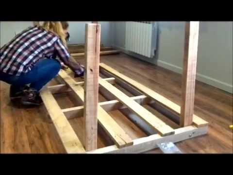 Mesa artesanal con madera y vidrio youtube for Mesa de madera con vidrio